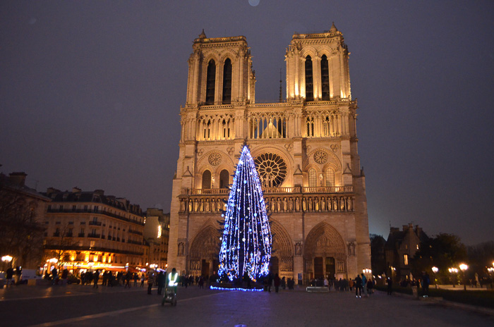 french christmas carols at Notre Dame