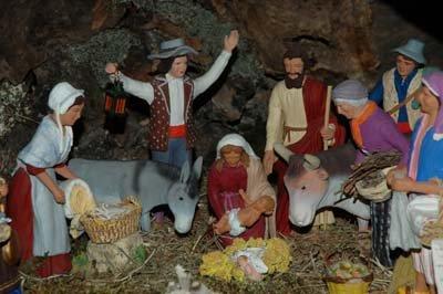 tradtional santon de Provence creche