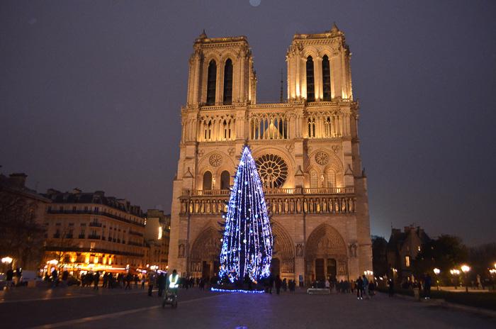 french christmas carols at Notre Dame