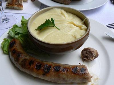tratitional frence foods aligot cheesy mashed potatoes